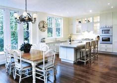Dazzle your friends with a new kitchen, take a look at the Best Kitchen Designs and ideas with wonderfull photos of the best kitchens in the world. French Provincial Kitchen, French Kitchen, Open Plan Kitchen, Kitchen Layout, Kitchen Ideas, English Country Kitchens, Best Kitchen Designs, French Country House, French Farmhouse