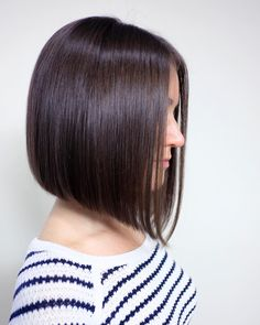 23 Perfect Short Bob Haircuts and Hairstyles Haircuts Straight Hair, Medium Bob Hairstyles, Short Straight Hair, Short Bob Haircuts, Haircut Bob, Medium Hair Cuts, Short Hair Cuts, Medium Hair Styles, Long Hair Styles