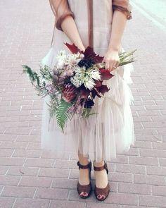 Si a las novias diferentes! Nos encantó Candela con su vestido de @driesvannoten y ramo de HUIS CLOS!  #huiscloslove #huislove ##flowers #driesvannoten #casamento #marriage #wedding #design #weddingdecor #bodasengalicia #bodasconencanto