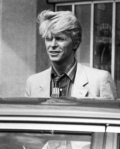 Lots of black and white today ⚪️⚫️⬜️⬛️ #davidbowie #bowie #persexion #blondbowie #blondbowiewednesday