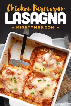 Here's an easy dinner idea! This Chicken Parmesan Lasagna is made with just 5 ingredients! A quick and easy weeknight meal that's delicious! Freezer friendly. A twist on traditional lasagna, made with cooked crispy or rotisserie chicken, marinara sauce and Parmesan cheese. A easy chicken dinner recipe. Great for new moms, family dinner or double to feed a crowd. Baked and ready to eat in less than 45 minutes - all you need is 10 minutes to prep. Parmesan, Lasagna, Meat, Chicken, Ethnic Recipes, Food, Essen, Meals, Yemek