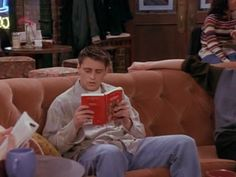 Joey Tribbiani reading Little Women by Louisa May Alcott Workman Publishing Joey Friends, Serie Friends, Friends Moments, Friends Tv Show, Joey Tribbiani, Literary Allusion, Louisa May Alcott, World Of Books, Books To Read