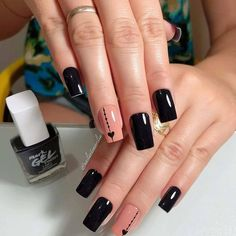 Chic black manicure with hearts - Pat Tutorial and Ideas Love Nails, Pretty Nails, My Nails, Simple Nail Art Designs, Beautiful Nail Designs, Black Manicure, Peach Nails, Square Nails, Perfect Nails
