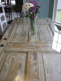 Decoration Kitchen - The Door Table for an outdoor party. What to do with our old doors from the remo. Old Door Tables, Door Dining Table, Dining Room, Antique Doors, Old Doors, Vintage Doors, Front Doors, Sliding Doors, Reclaimed Doors