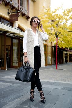 Gilet fourrure Beste Winteroutfits mit Pelzwesten - Mode Women's Guide to Getting Their Dream Dia Fur Vest Outfits, New Outfits, Casual Outfits, Work Outfits, Fashion Blogger Style, Look Fashion, Womens Fashion, Net Fashion, Fashion Bloggers