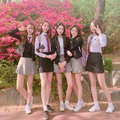 113 images about ulzzang friends on we heart it Summer School Outfits, School Girl Outfit, Girl Outfits, Cute Outfits, Couple Ulzzang, Ulzzang Girl, Korean Uniform School, Korean Student, Korean Best Friends