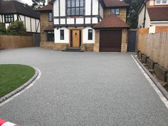 Make a statement with your driveway. Looking for driveway ideas then why not try resin? Smooth lines and easy to maintain it's perfect for large drives and small driveways. Resin Driveway, Driveway Paving, Concrete Driveways, Driveway Landscaping, Modern Driveway, Shade Landscaping, Garden Paving, Modern Landscaping, Landscaping Design