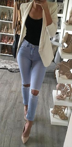 #fall #outfits ·  White Blazer // Destroyed Jeans // Pumps // Black Top