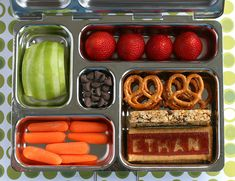 Back to school time is the perfect opportunity to start packing a healthier lunchbox with these healthy kids lunch recipes and kids snack ideas. Healthy School Lunches, Healthy Snacks, Healthy Recipes, Healthy Eating, Kid Recipes, Healthy Menu, Healthy Kids, Lunch Recipes, Toddler Meals