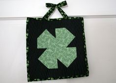 Top of the Door to You - Make a St. Patrick's Day craft for your door with this how to quilt DIY home decor.