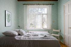Voisitko ostaa palan Helsingin historiaa ja päivittää tämän upean huoneiston takaisin uuteen loistoonsa? Asunto Oy Marsalkanlinnan Villa Grefveberg on edustava näyte 1910- luvun rakennusmestariarkkitehtuurista ja se etsii nyt intohimoista ja asiaan perehtyvää uutta omistajaansa. Menneiden aikakausien arvokas ja charmantti tunnelma ja puitteet ovat edelleen nähtävissä ja ne suorastaan kutsuvat uutta henkeä huomaansa. Yksityiskohdat ja potentiaali oman maun ja talon aikakauteen sopivasta…
