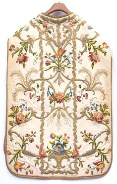 Christian Images, Christian Art, Couture Sewing Techniques, Century Textiles, Christian Symbols, Dress Neck Designs, Flower Embroidery Designs, Textile Design, Needlework