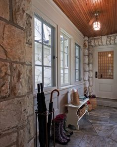 Enclosed breezeway| mudroom
