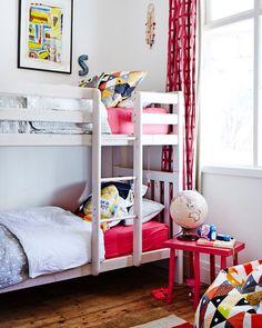 neutral bedroom | colorful bedding #decor #colors #bedrooms #quartos #kids