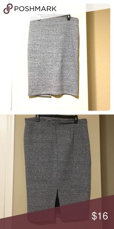 🎉PRICE DROP🎉 H&M Pencil Skirt Adorable for work or nighttime!  Looks like wool but is Polyester H&M Skirts