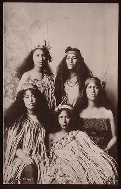 New Zealand, Maori Women Vintage ~ The Maori & the Haka Tonga, Tahiti, Polynesian People, Polynesian Culture, Boris Vian, Maori People, Maori Art, Maori Designs, Atelier D Art