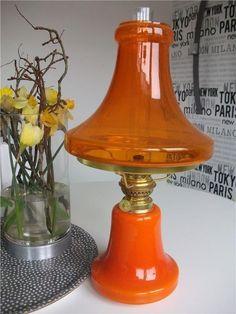 Annons på Tradera: Underbar orange fransk fotogenlampa bordslampa glas mässing Gaudard H 46 cm