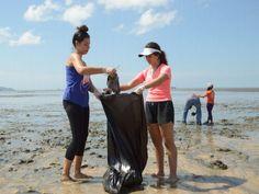 Durante la jornada participaron estudiantes representantes del Club Ambiental, complacidos con los resultados de la limpieza