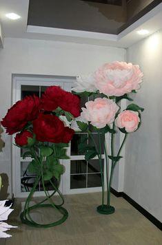 Большие цветы на стойке доя оформления