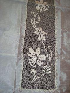file işi Filet Crochet, Crochet Lace, Crochet Stitches, Crochet Patterns, Bargello, Seville, Needle Lace, Flower Designs, Weaving