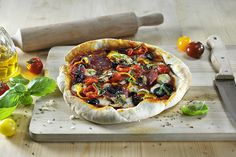 Pizza met salami, mozzarella en olijven Heerlijke homemade pizza's uit je Airfyer, gemaakt met behulp van de grillpan accessoire. Zie dit recept als een basisrecept en varieer gerust in je to…