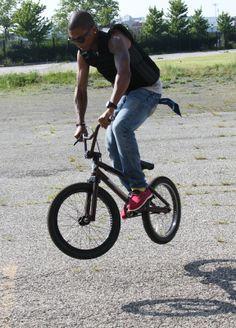 Pharrell Williams - Vélo - BMX - Happy ?