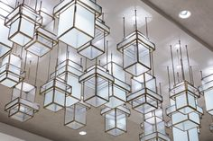The new Renaissance hotel brings the beauty of crystal right to the heart of the Atlanta International Airport. Drop Lights, Hanging Lights, Atlanta Airport, Renaissance Hotel, Luxury Accommodation, Japanese House, New Art, Lighting Design, Lanterns