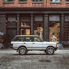 Alpine White Range Rover at 👌🏼 . Range Rover Classic, Range Rover White, Range Rover Sport, Range Rovers, Defender 90, Land Rover Defender, Range Rover Supercharged, Front Doors With Windows, Automobile