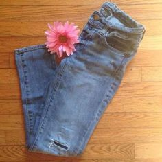 🔶Slight distress AE skinny jeans skinny jeans from American eagle! Size 0 boy Jean stretch, but I wear a size 4 and they fit me like a normal skinny jean. They could also fit a size 6. Slight distress look to them. Light wash. Still have that new Jean smell to them! ❤️❤️❤️❤️❤️❤️❤️❤️❤️❤️❤️❤️❤️❤️ ❗️ALL PURCHASES WILL BE GOING TOWARDS MY TRIP TO VISIT MY BOYFRIEND OF 3 YEARS! He recently moved 19 hours away to become a cop! THANK YOU EVERYONE!❗️ American Eagle Outfitters Jeans Skinny