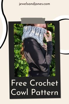 Crochet a chunky cowl in one hour with this easy free crochet pattern. This simple cowl is made using basic stitches and bulky weight yarn. #freecrochetpattern #crochet #chunkycrochetcowl #crochetcowl #crochetscarf #cowl #diycowl