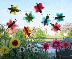 Schmetterlinge aus Transparentpapier fürs Fenster – Tiere Basteln – Meine Enkel Butterflies made of translucent paper for the window Animals … Crafts For Seniors, Easy Crafts, Diy And Crafts, Crafts For Kids, Paper Butterflies, Butterfly, Diy Paper, Paper Crafts, Spring Decoration