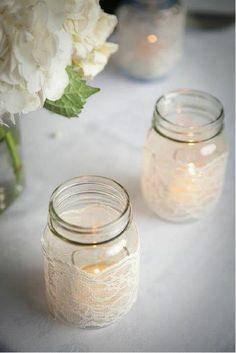 Decoração de casamento com vidros e garrafas