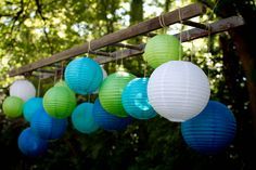 Love the idea of using a ladder to hang the backdrop! Plus these paper lanterns are so pretty. #ceremonybackdrop