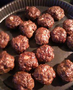 Ingrédients : 700 g de beuf haché 5% 1 oignon 2 échalottes persil / ciboulette / herbes de provence, jouez avec vos préférences ! 3 gousses d'ail 1/2 cc cumin 3 oeufs 2 pincées d'épices Ras El hanout (libanais) Vous pouvez ajouter 2 tomates pelées. Préparation...