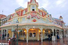 Casey's Corner.  Magic Kingdom.  Walt Disney World. Orlando, Florida.  Best Hot Dogs on the Planet!