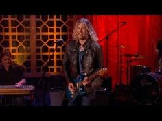"Casey James performs ""Let's Don't Call It a Night"" on Ellen"