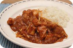Op dit eetdagboek kookblog : Indische Kip met Rijst - Ingrediënten: Rijst, 2 uien, 2 teentjes knoflook, 1 theelepel sambal, 2 kipfilets, 100 ml water, 2 eetlepels azijn, 4 eetlepels tomatenketchup, 3 eetlepels