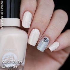 Decoraciones metálicas para uñas - Uñas nude con  diamantes  Nude nails with diamonds nail art
