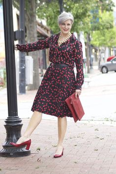 Over 50 style tips over 50 womens fashion, autumn fashion fashion ove Older Women Fashion, Over 50 Womens Fashion, 50 Fashion, Fashion Over 40, Women's Fashion Dresses, Urban Fashion, Cheap Fashion, Ladies Fashion, Fashion Trends