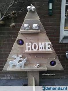 Reclaimed wood scraps into a standing Christmas tree w/ a few shelves & topped w/ a wood star MW ~ ~ ! Different Christmas Trees, How To Make Christmas Tree, Wood Christmas Tree, Pallet Christmas, Christmas Tree Design, Christmas Makes, All Things Christmas, Shabby Chic Christmas, Rustic Christmas