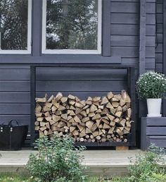 Today Im sharing my favorite #DIY #firewood storage racks cause I plan on building one for our deck refresh! How do you like this style from @minna_jones??? Isnt it gorgeous?! And go check out her feed for some lovely eye candy! More on the blog #linkinbio
