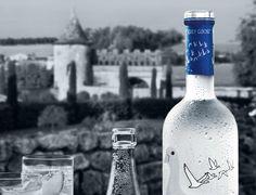 """""""Do campo à garrafa, GREY GOOSE busca extrair apenas o melhor dos mais finos ingredientes e deixar que a qualidade fale por si."""" –François Thibault, Maître de Chai #insidegreygoose #vodka"""