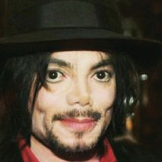 Okay, I know it's Michael, but it is not the Michael I know. Does it have any sense. Paris Jackson, Mike Jackson, Michael Jackson Art, Jackson Family, Michael Art, The Jacksons, We Are The World, Rare Pictures, Most Beautiful Man
