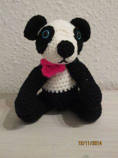 en rigtig dejlig og blød panda. opskriften er fundet her: http://www.tericrewsdesigns.com