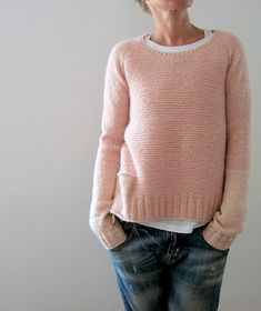 Ravelry: Pink memories pattern by Isabell Kraemer (with pocket & bi-colour sleeves) Diy Pullover, Knitting Patterns, Crochet Patterns, Sweater Patterns, Garter Stitch, Pulls, Knitting Projects, Long Sleeve Tops, Knitting