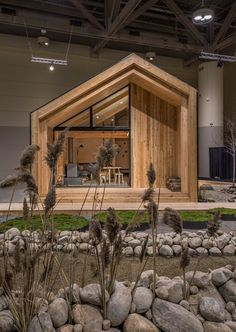 Design ideas for an artist's studio. Cabin Design, Tiny House Design, Interior Design Shows, Modern Barn House, Backyard Studio, Tiny House Cabin, Forest House, Cabins And Cottages, Wooden House