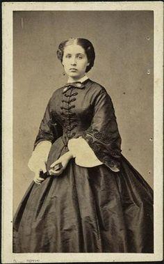 Marguerite De Gas, 1862- notice fan in her hand