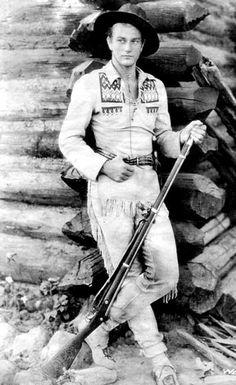 Promotional photo of American actor John Wayne , dressed in buckskins. Westerns, Vintage Hollywood, Classic Hollywood, Young John Wayne, Iowa, John Wayne Movies, Actor John, Classic Movie Stars, Actrices Hollywood