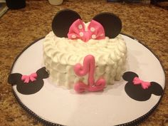 Minnie Mouse smash cake, could also do this as mickey, change frosting color, minus bow