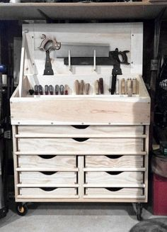 Woodworking Designs Dutch Tool Chest w/ drawers - Awesome Woodworking Ideas, Woodworking For Kids, Woodworking Workbench, Woodworking Workshop, Woodworking Furniture, Woodworking Shop, Woodworking Projects, Grizzly Woodworking, Unique Woodworking